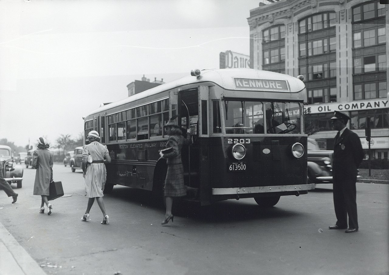 File Bus Arriving At Kenmore Square 1940s Jpg Wikimedia