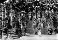 COLLECTIE TROPENMUSEUM Bali dame bij het tempelcomplex van Sangsit. TMnr 60008206.jpg