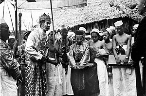 Gowa Regency - Mangi Mangi Karaeng Bontonompo, king of Gowa, with the public and some dignitaries during the installation of acting governor of Celebes and dependencies, Mr. Bosselaar, 1937