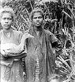 COLLECTIE TROPENMUSEUM Portret van twee vrouwen uit Amboina TMnr 10005859.jpg