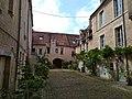 Caen rueCaponiere 32 cour.jpg