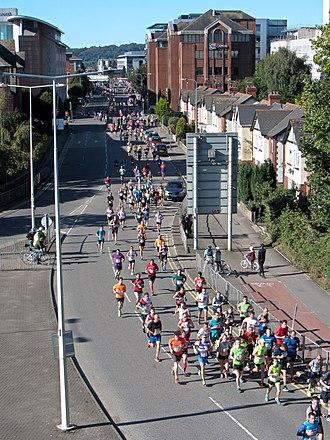 Cardiff Half Marathon - 2016 half marathon runners on Tyndall Street