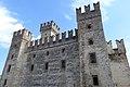 Castello a Sirmione.jpg