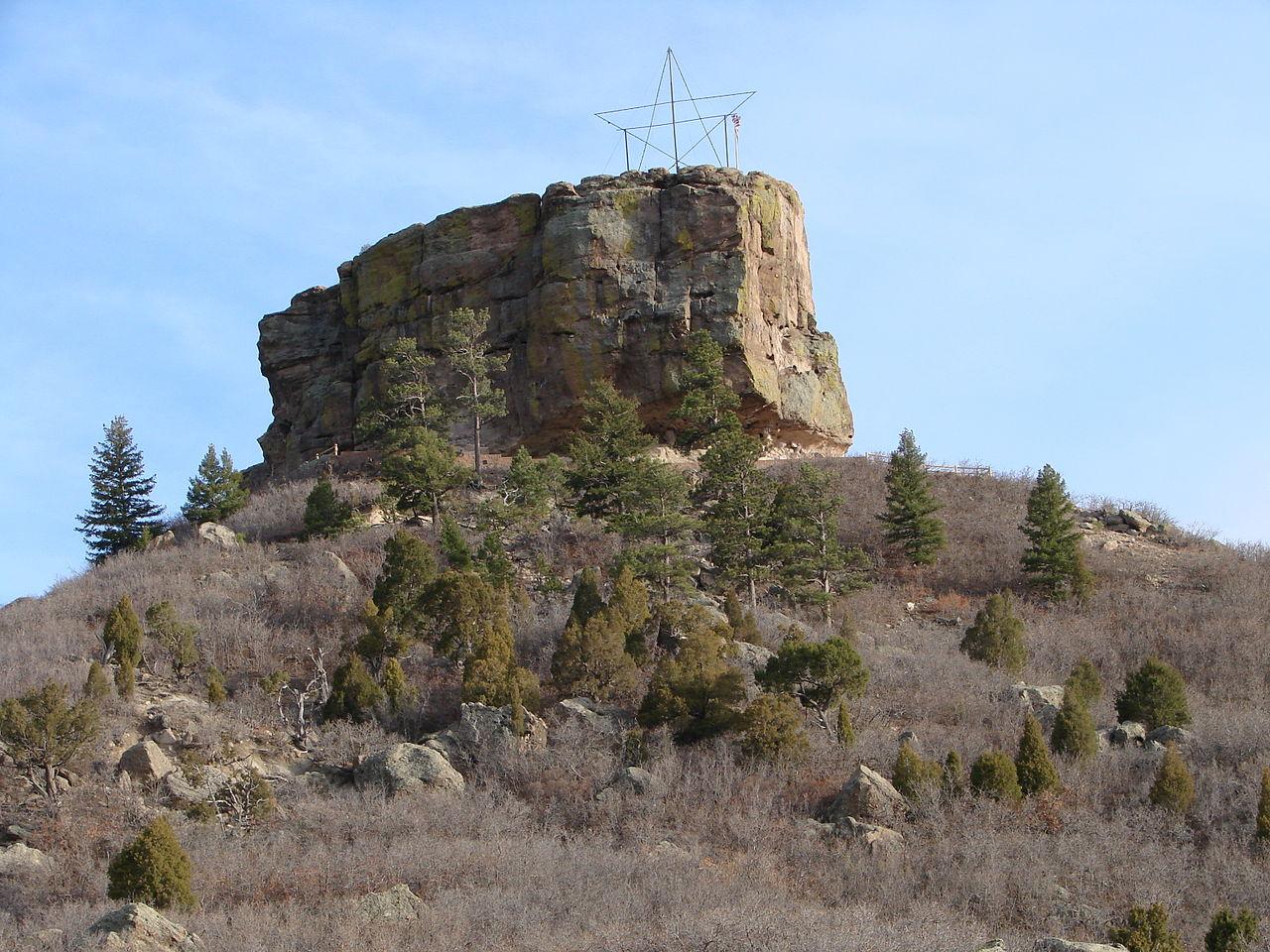 File castle rock butte in castle rock colorado jpg for Castle rock builders