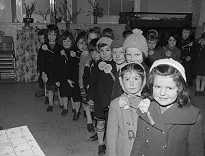 Education in Wales - Primary school pupils in 1960, in Barmouth, celebrating St David's Day