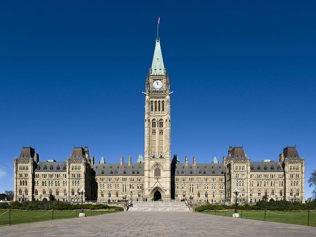 Édifice central du parlement du Canada, sur la colline du Parlement, à Ottawa (Ontario).  (définition réelle 3384×2544)