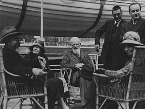 Charlotte Payne-Townshend - Charlotte and Bernard Shaw (centre) with Sidney Webb and Beatrice Webb (foreground)