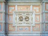 Chiesa di San Zaccaria dettaglio con putti facciata a destra a Venezia.jpg