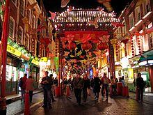 Strada decorata per il Capodanno nel quartiere cinese di Londra.