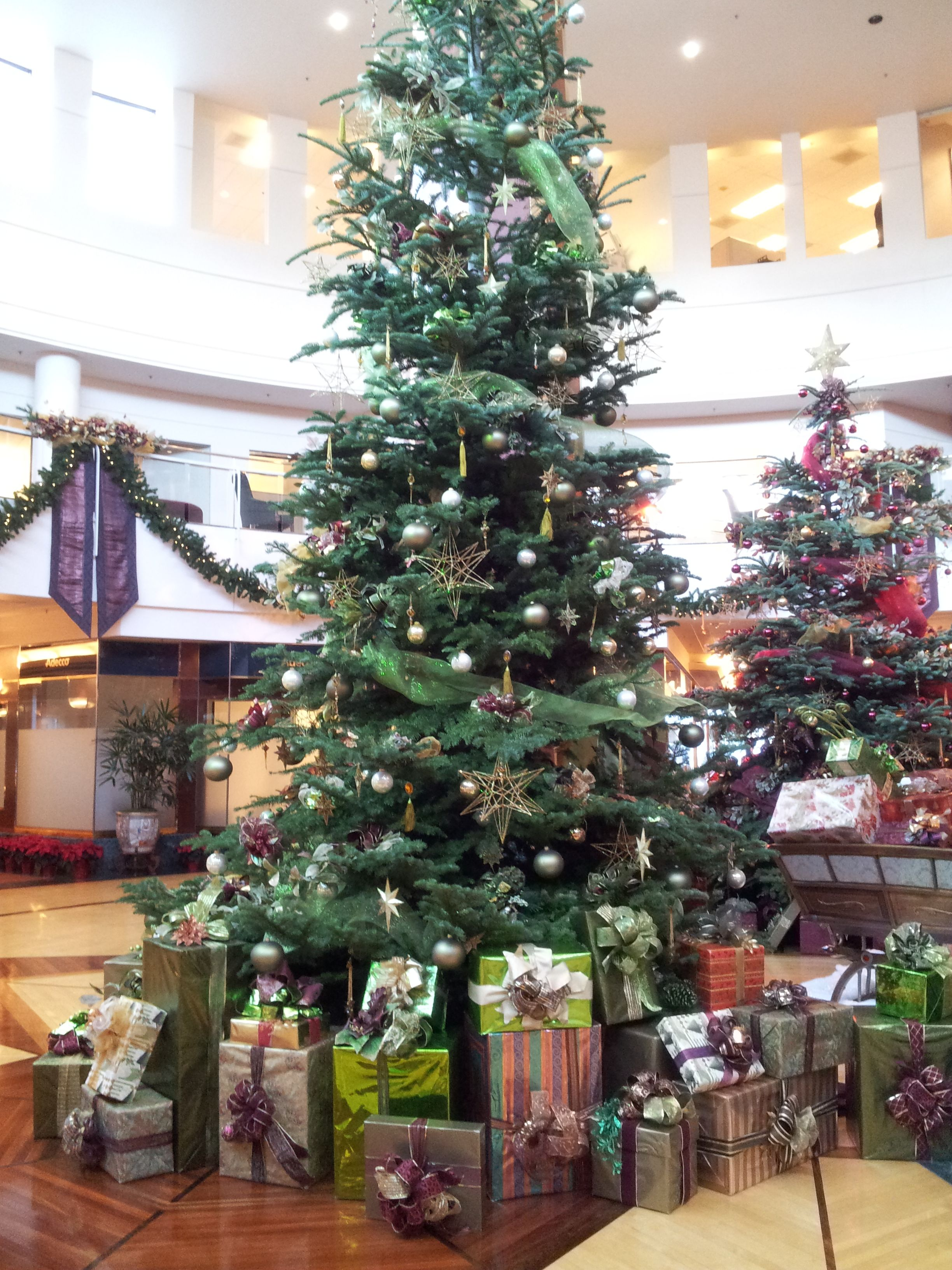 File:Christmas Decorations, Bank Of America Financial Center, Portland  (2013)   4