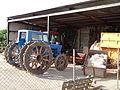 Cobert amb un tractor al Delta de l'Ebre.JPG