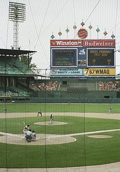 http://upload.wikimedia.org/wikipedia/commons/thumb/b/b2/Comiskey_Park_860817.jpg/240px-Comiskey_Park_860817.jpg
