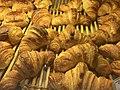Croissants dans une boulangerie.jpg