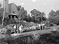 Csoportkép, két autó és templom, 1954 Galyatető. - Fortepan 7443.jpg