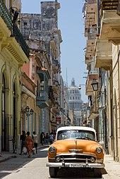 b0b9160f9c9 Old Havana from street level