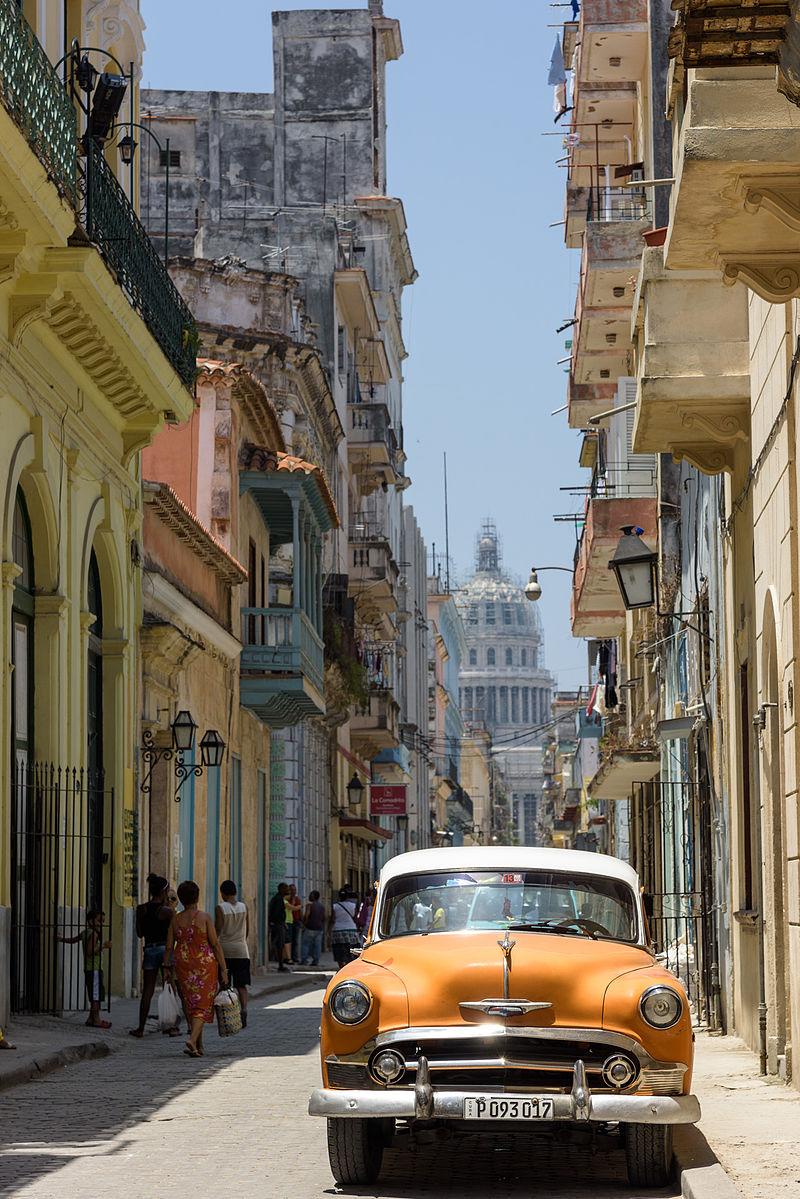 Cuba LaHavana Street (www.pixinn.net).jpg