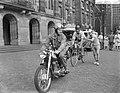 Dam tot Dam race , eerste dag, de heer Plinsinga uit Alkmaar in aktie, Bestanddeelnr 910-6131.jpg