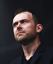 Damon Albarn Performing.jpg