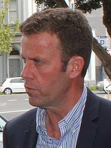 Dan Tehan speaks with outside supporters (22298134110) (cropped).jpg