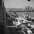 De Handelskade in Willemstad op Curaçao met auto's en schepen, Bestanddeelnr 252-7250.jpg