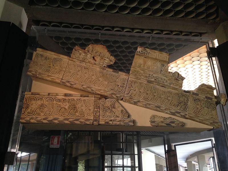 File:Decorazioni tempio di Athena.JPG