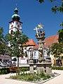 Die Dreifaltigkeits-Säule auf dem Tirschenreuter Marktplatz.jpg