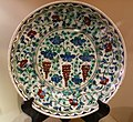 Dish with vines and grapes, Turkey, Iznik, 17th century AD, composite body, underglaze-painted - Huntington Museum of Art - DSC05010.JPG