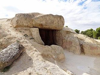 Antequera Dolmens Site - Image: Dolmen de Menga 01