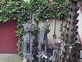 Dombauhof, zwei Skulpturen.jpg