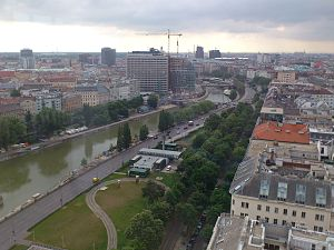 Donaukanal - The Donaukanal in the inner city, viewed from Ringturm towards Schwedenplatz, on the left bank is Leopoldstadt