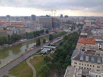 Donaukanal - The Donaukanal in the inner city, viewed from Ringturm towards Schwedenplatz, on the left bank is Leopoldstadt