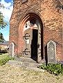 Dorfkirche Bornow (Beeskow) Kriegergedenksteine.jpg