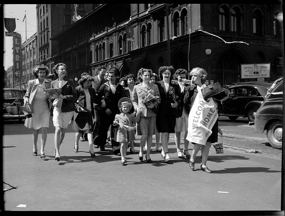 Downtown celebrations at the end of World War II, VPL 42793 (17106384760)