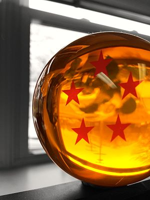 Dragon Ball Z - An acrylic replica of the Five-Star Dragon Ball.