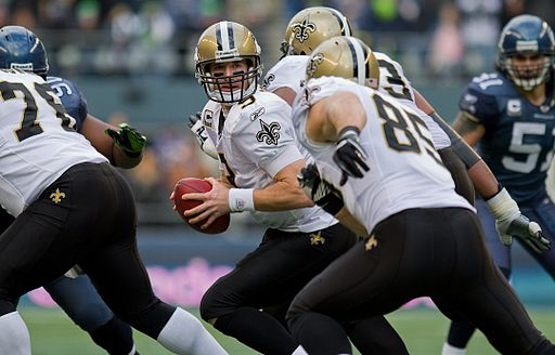 Drew Brees prepares to pass vs Seahawks in 2011 NFC wildcard