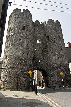 Saint Laurence Gate - Image: Drogheda St. Laurences Gate (5638287063)