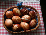 File:Easter eggsonion decoration.jpg easter eggs onion decoration