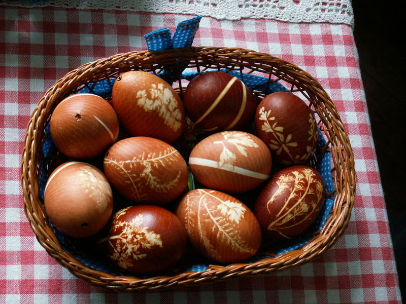 File:Easter eggs - onion decoration.jpg