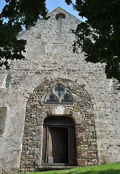 Chapelle Saint-Martin de Montsûrs, porte d'entrée et ancien clocher
