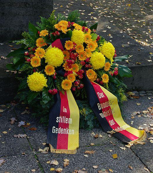 File:Ehrenhain I OdF Volkstrauertag Hauptfriedhof Erfurt.jpg