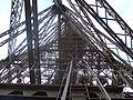 Eiffelturm Blick von zweiter Plattform zur Spitze.jpg