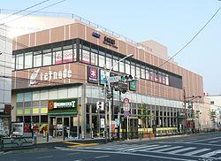 역건물 「게이오 리트나드 에이후크쵸」(2011년 5월 21일)