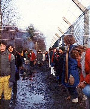 Greenham Common Women's Peace Camp - Image: Embracing the base, Greenham Common December 1982 geograph.org.uk 759090