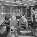 Emigranten (oliem) op weg naar Israel, gehuld in gebedsmantels, in de lounge v…, Bestanddeelnr 255-1113.jpg