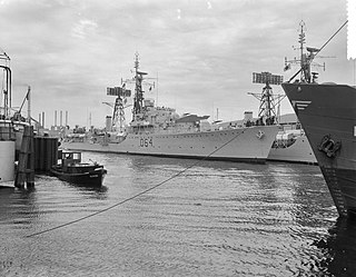 Weapon-class destroyer Class of destroyers built for the British Royal Navy