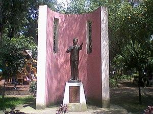 Mexican pop music - Statue of José José El Príncipe de la Canción (The Prince of Song) in Mexico City