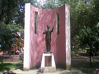Mexican pop music - Statue of José José El Príncipe de la Canción (The Prince of Song) in Mexico City