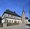 Ev.-Luth.Kirche und Pfarrhaus in Elterlein 2H1A1790WI.jpg