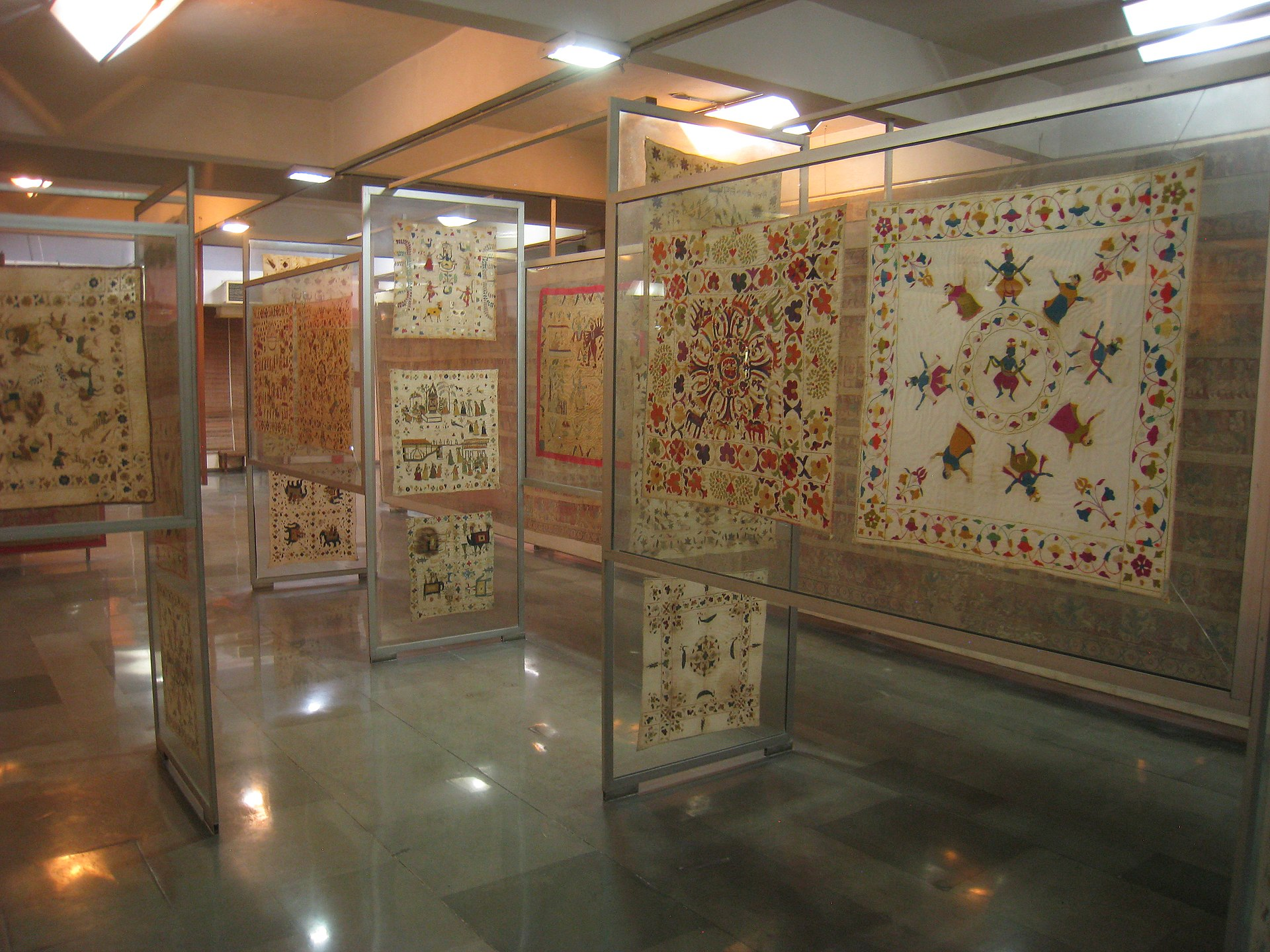 Exhibition Booth En Espanol : Embroidery of india wikipedia