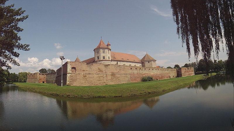 File:Fagaras Castle BV-II-a-A-11687 general view panorama.JPG